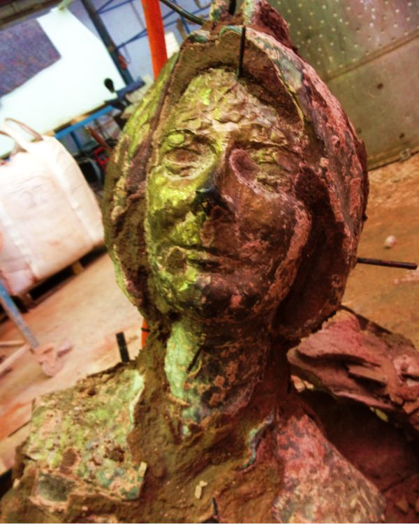 2012-06-23 Gillard bronze bust comes out of furnace